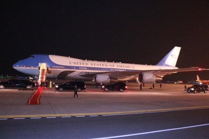 Chuyên cơ của Tổng thống hạ cánh xuống Nội Bài - Ảnh: Nguyễn Hưởng