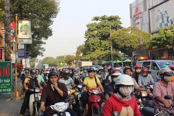 Vụ tai nạn khiến giao thông trên đường Phan Văn Trị ùn ứ nghiêm trọng