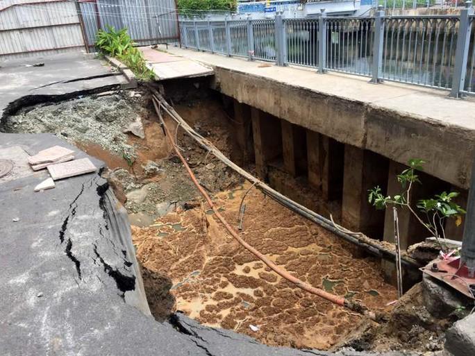 Hiện trường vụ sụt lún trên đường Trường Sa ngày 5-8