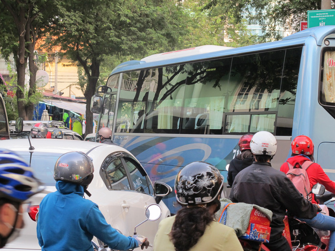 Đường Bà Huyện Thanh Quan (quận 3) kẹt xe nghiêm trọng