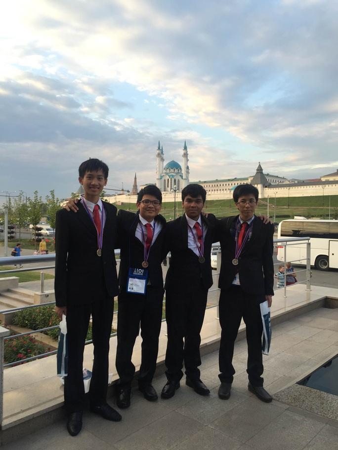 4 thí sinh tham dự kỳ thi Olympic tin học quốc tế 2016