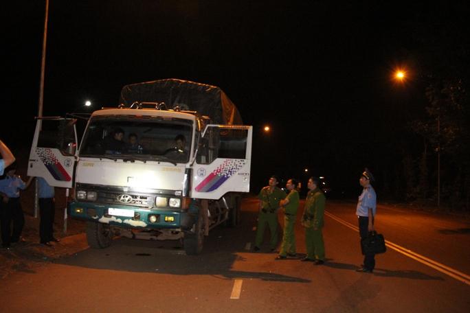 Lực lượng chức năng phải nhờ thợ đến phá cửa mới đưa được xe về trụ sở
