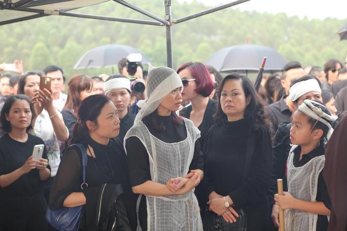 Linh cữu được đưa đến Công viên Nghĩa trang Thiên Đức ở Phú Thọ