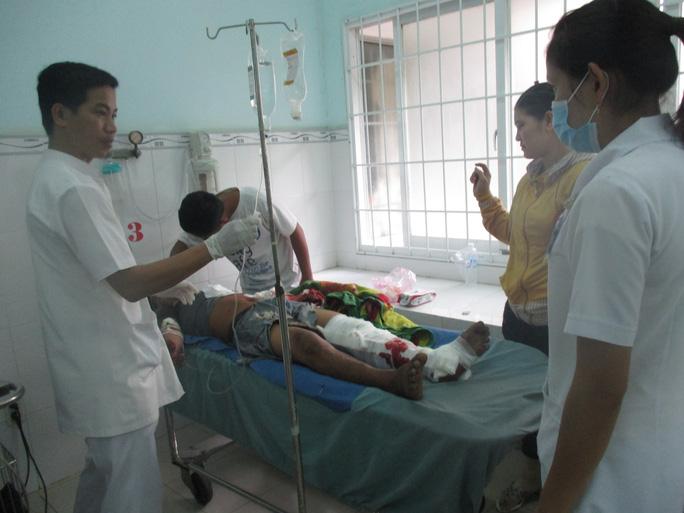 Một trong 2 tài xế đang nằm điều trị tại Bệnh viện Đa khoa Trà Vinh