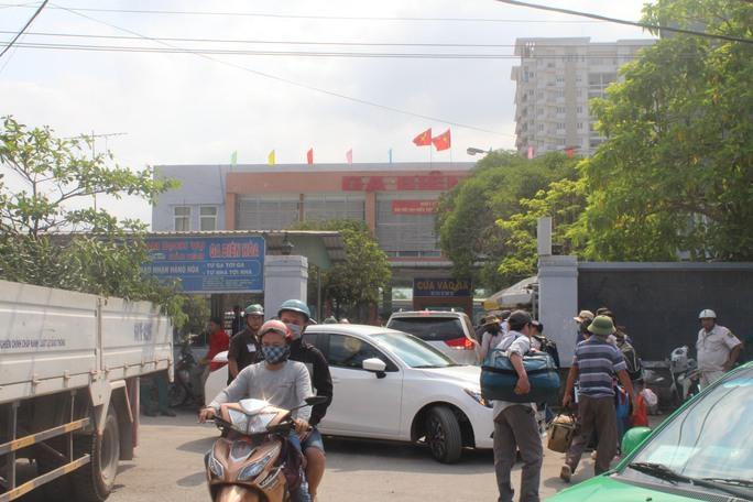 Lượng khách vào ga Biên Hòa khá đông