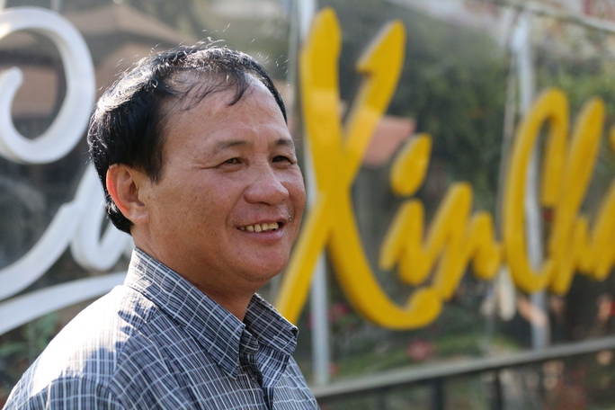 Ông Tấn, chủ quán Xin Chào. - Ảnh: Lê Phong