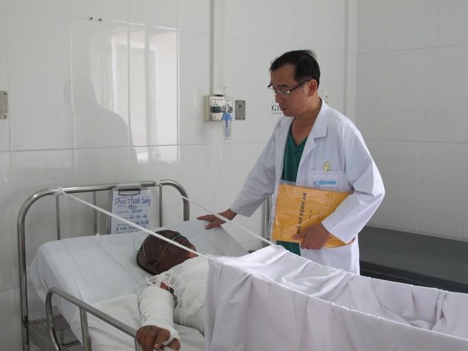 Ông Phan Thanh Sáng đang được chăm sóc đặc biệt