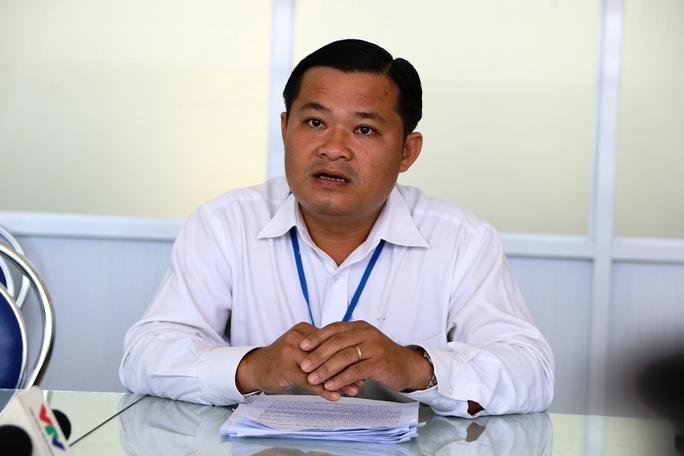 Ông Huỳnh Văn Phạm Hồng, Chánh Văn phòng UBND huyện Bình Chánh, trả lời phóng viên Báo Người Lao Động về vụ việc