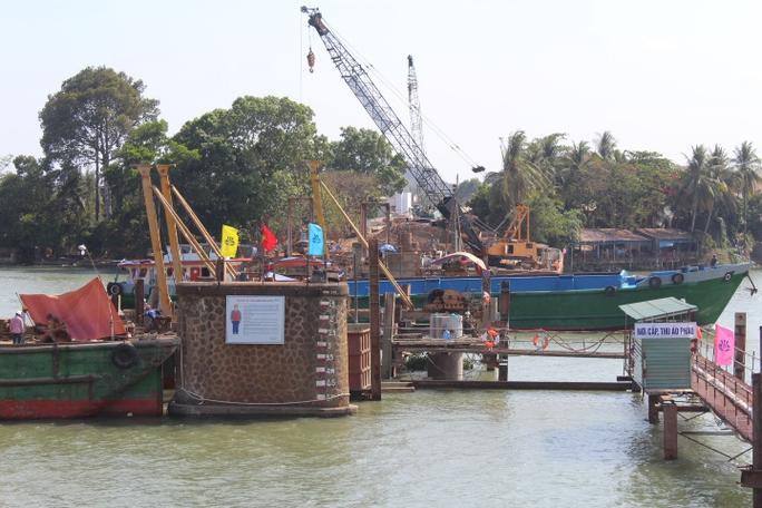 Cầu mới hiện đang giai đoạn đổ dầm và làm móng, được đánh giá đang thực hiện đúng tiến độ