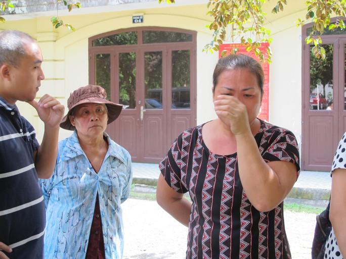 Mai Khải Hoàn (trái) và Mai Thị Ngọc Vân sau phiên phúc thẩm