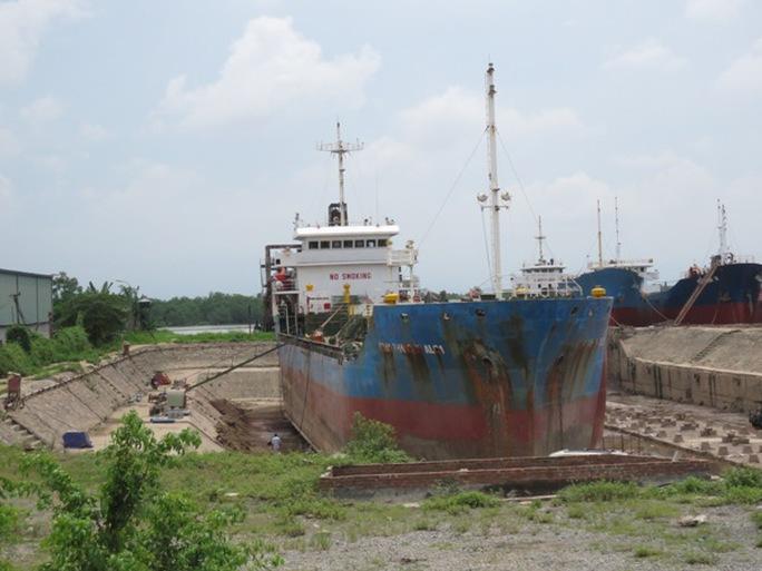 Con tàu xảy ra vụ nổ khí khiến 6 công nhân bị thương