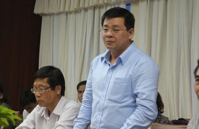 Ông Nguyễn Toàn Thắng cho hay đã huy động cả xà lan để vớt cá chết