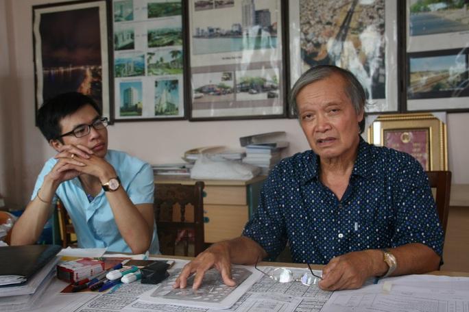 Ông Hoàng Quang Huy (bìa phải)