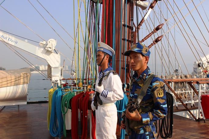 Tàu buồm giúp bộ đội hải quân làm quen với điều kiện tự nhiên