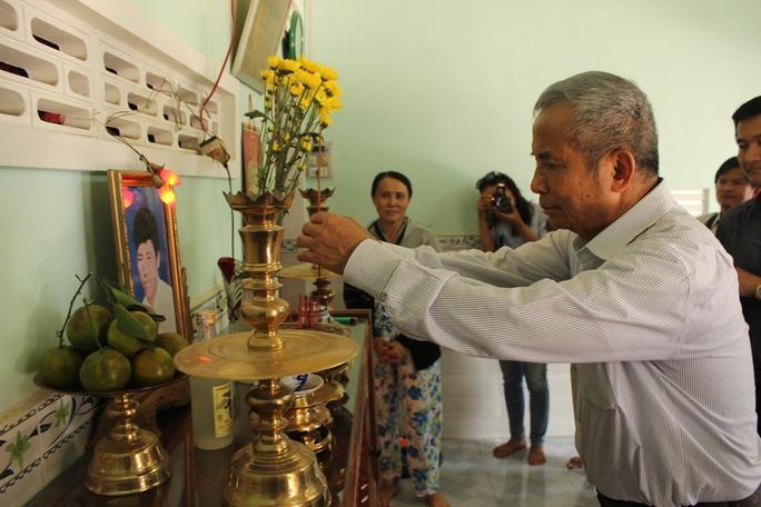 Ông Đặng Ngọc Tùng thăm tặng quà 2 gia đình liệt sĩ hy sinh ở trận hải chiến Gạc Ma 14-3-1988