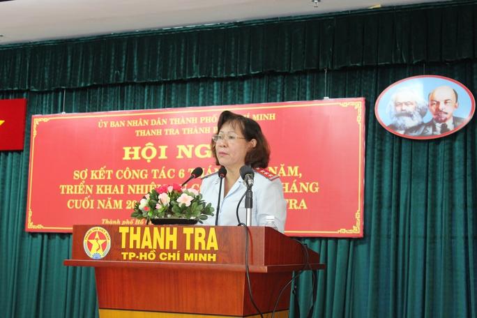 Bà Nguyễn Thị Ngọc Nga, Phó Chánh Thanh tra TP HCM báo cáo sơ kết công tác 6 tháng đầu năm 2016 của Thanh tra TP.