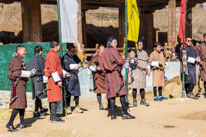 Người dân Bhutan đón năm mới bằng cách tranh tài bắn cung. Ảnh: 123rf.com