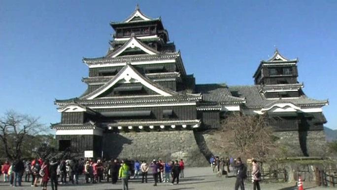 Lâu đài 400 năm tuổi ở TP Kumamoto Ảnh: NBC News