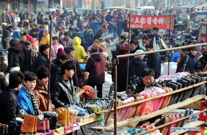 Một số địa phương ở Trung Quốc kiêng cử mua giày và sách trong dịp tết Ảnh: THX