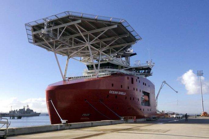 Con tàu Ocean Shield của Úc tham gia tìm kiếm MH370. Ảnh: REUTERS