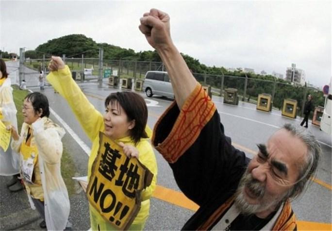 Hàng chục ngàn người Nhật Bản đòi đuổi căn cứ Mỹ. Ảnh: Tasnim news