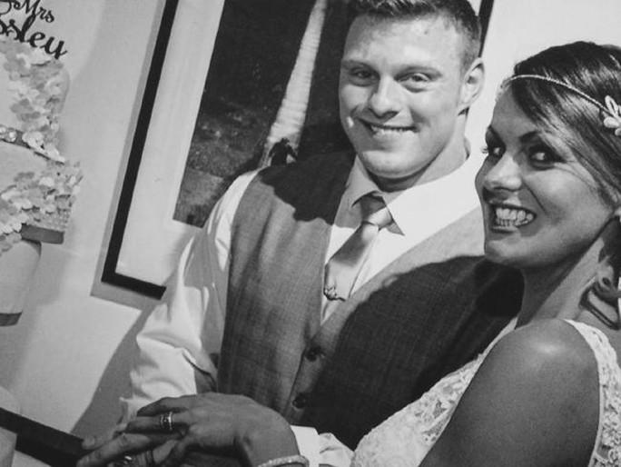 Khi tổ chức đám cưới, cô đang trong quá trình hóa trị liệu. Ảnh: News.com.au