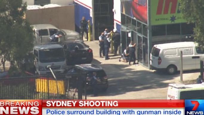 Cảnh sát bao vây hiện trường. Ảnh: Seven News