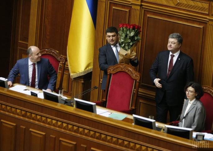 Tân Thủ tướng Ukraine Vladimir Groisman sau khi được bầu. Ảnh: UNIAN