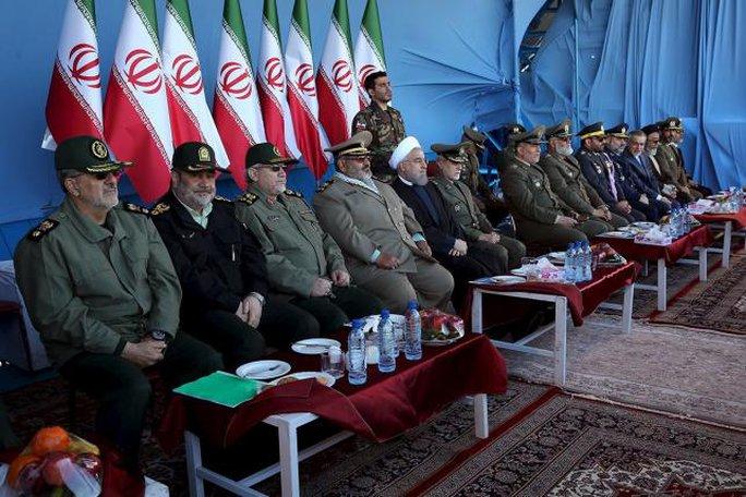 Một vài hình ảnh trong buổi lễ kỷ niệm ngày Quân đội của Iran tại thủ đô Tehran hôm 17-4. Ảnh: REUTERS