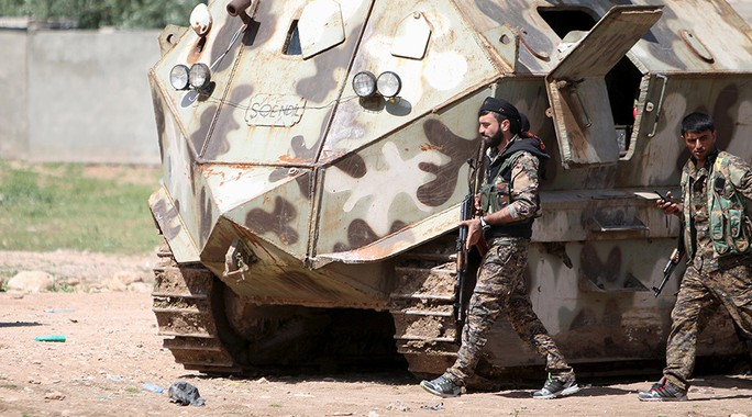 Thành viên Các đơn vị bảo vệ nhân dân người Kurd (YPG) tại Qamishli Ảnh: REUTERS