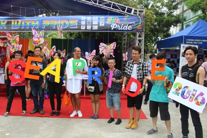 Có rất nhiều hoạt động vui chơi, giải trí tại SEA Pride 2016 năm nay nhằm hướng tới một môi trường sống, làm việc cởi mở, bình đẳng, đặc biệt là với cộng đồng LGBT