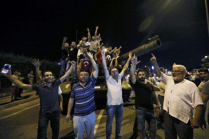 Tổng thống Thổ Nhĩ Kỳ tuyên bố không bao giờ tin rằng có thứ quyền lực nào mạnh hơn sức mạnh của người dân. Ảnh: REUTERS
