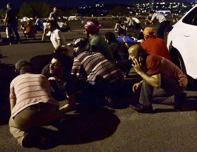 Quang cảnh khi xảy ra đảo chính ở Istanbul Ảnh: REUTERS