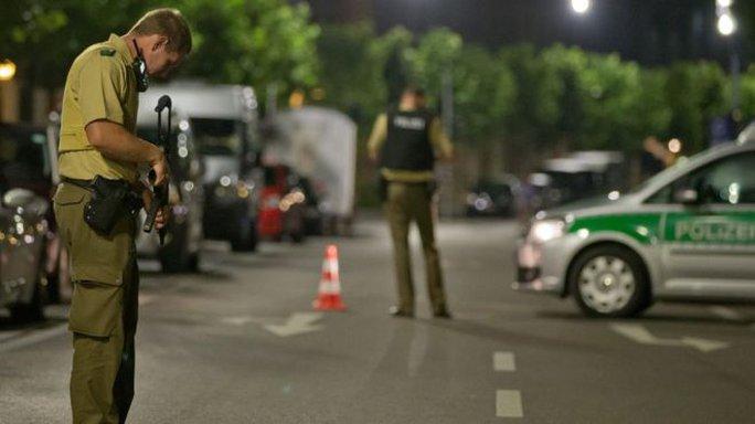 Cảnh sát phong tỏa đường phố ở Ansbach. Ảnh: EPA