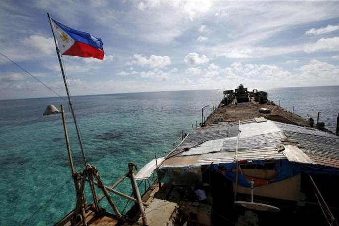 Tàu Philippines trên biển Đông. Ảnh: REUTERS