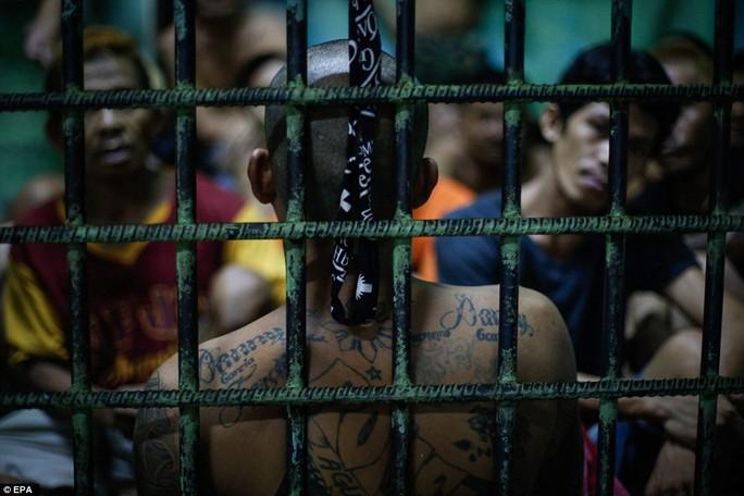Tổng thống Duterte từng tuyên bố sẽ tiêu diệt 100.000 tội phạm ma túy. Ảnh: EPA