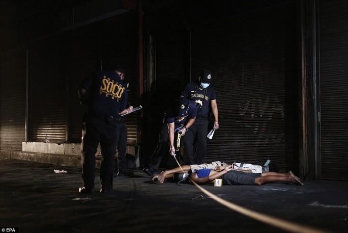 Tội phạm ma túy bị bắn trong tư thế bị trói chặt. Ảnh: EPA