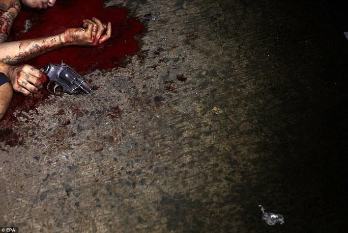 Một nghi phạm bị tiêu diệt sau khi cố gắng đấu súng với cảnh sát. Ảnh: EPA