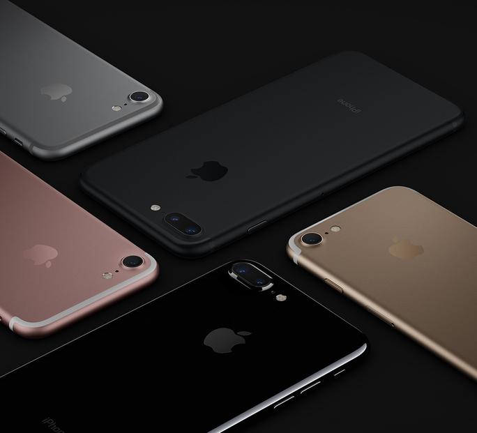 iPhone 7 có thêm màu đen bên cạnh bản màu xám tro. Phiên bản đen có bô nhớ dung lượng từ 128 GB trở lên.