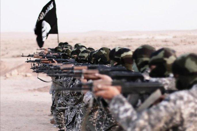 IS bố trí các tay súng nước ngoài canh giữ đập. Ảnh: Alamy