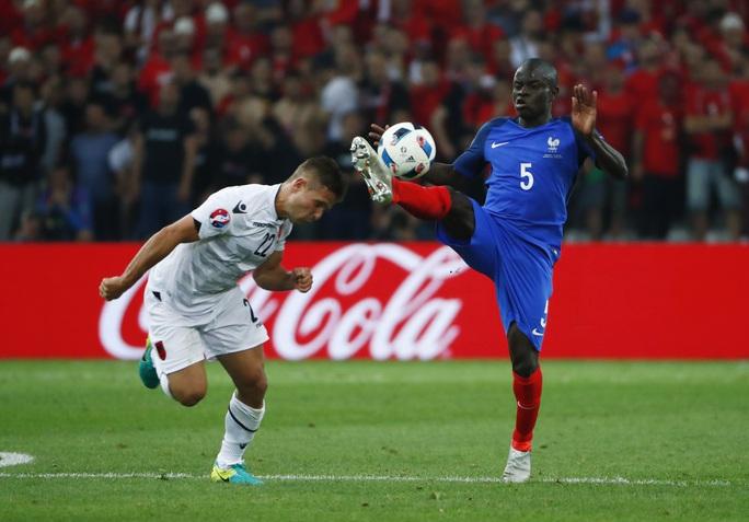 Kante sẽ là tân binh thứ hai của Chelsea kể từ khi tân HLV Conte đến đội bóng của tỷ phú Abramovich
