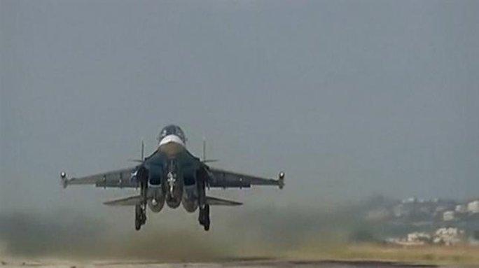 Ảnh minh họa chụp từ video của Bộ Quốc phòng Nga năm 2015 cho thấy một chiến đấu cơ của Nga đang cất cánh từ một căn cứ không quân tại Syria. Nguồn: Reuters