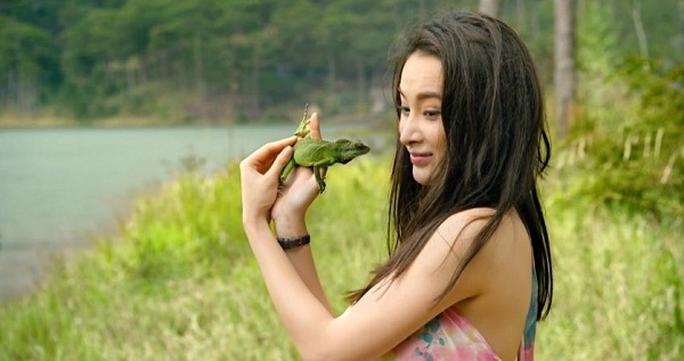 Angela Phương Trinh trong phim Taxi em tên gì
