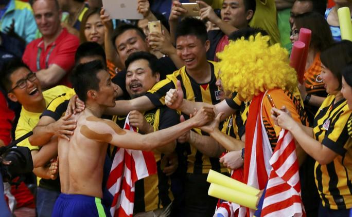 Khán giả Malaysia chia vui cùng Lee Chong Wei