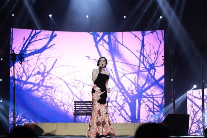 Ca sĩ Lệ Quyên lần đầu hát Ru ta ngậm ngùi trên sân khấu