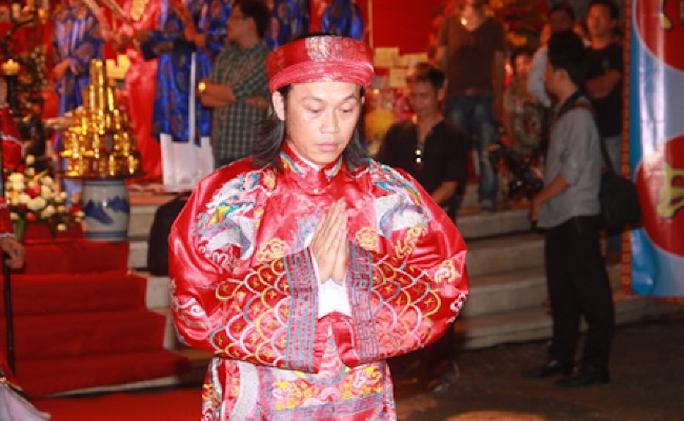 NS Hoài Linh với nghi thức tín ngưỡng được tổ chức trong ngày truyền thống Sân khấu VN
