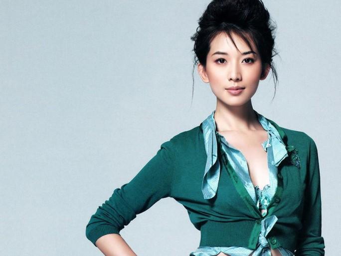 Không chỉ dừng lại ở sự nghiệp người mẫu, Chí Linh còn là một diễn viên, một MC