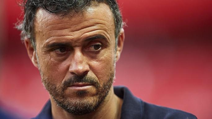 HLV Enrique của Barcelona mong đội gặp khó để không chủ quan