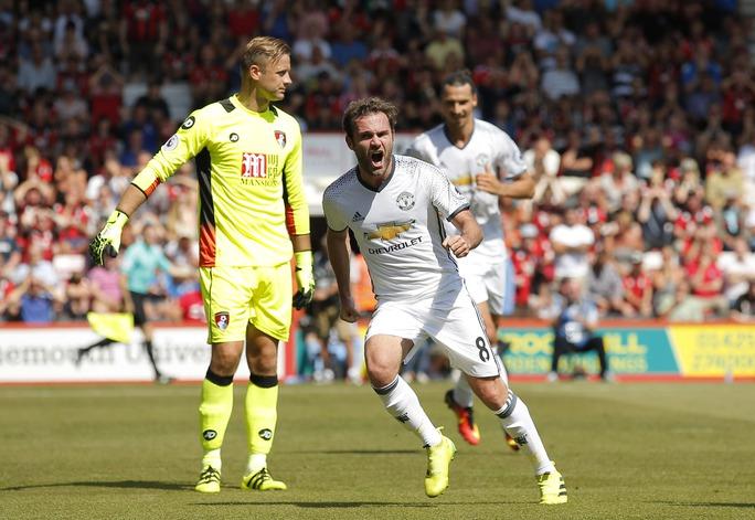 Mata tận dụng sai lầm của hàng thủ Bournemouth để mở tỉ số cho M.U