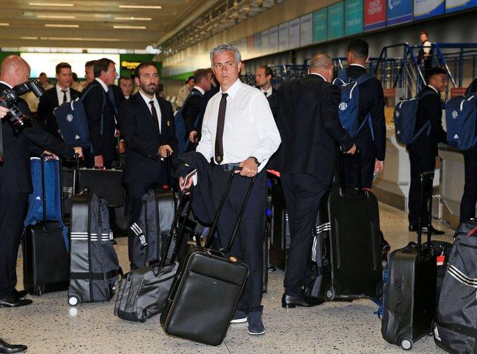 Mourinho sang Trung Quốc, chuẩn bị đối đầu Guardiola